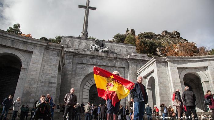 Spanien El Escorial Franco Gedenkstätte (picture-alliance/NurPhoto/A. Fuente)