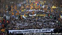 Spanien Demo zum Prozess gegen Katalanische Separatistenführer
