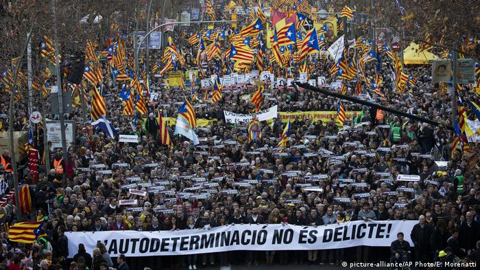 Spain: Catalonia trial protests draw 200,000 people | News