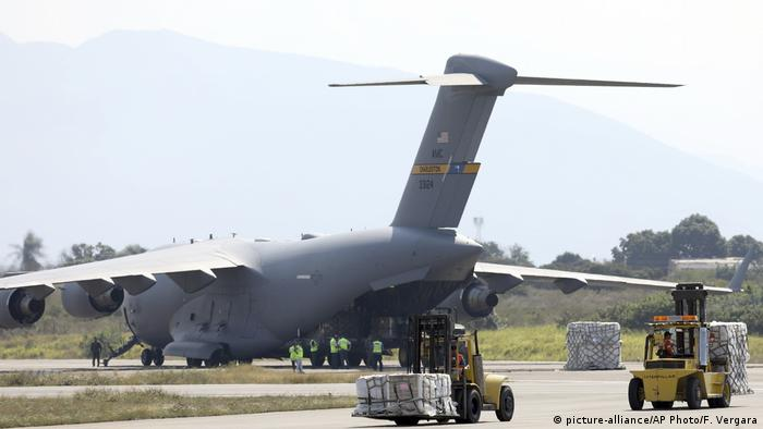 US Air Force plane with humanitarian aid unloading in Cucuta
