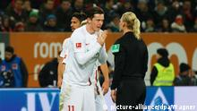 Augsburg's Michael Gregoritsch pleading with Bibiana Steinhaus (picture-alliance/dpa/Wagner)
