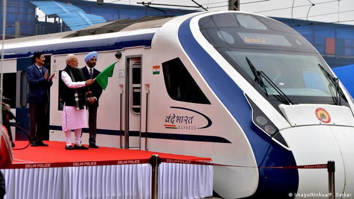 Indien New Delhi - Vande Bharat Express (Imago/Xinhua/P. Sarkar)