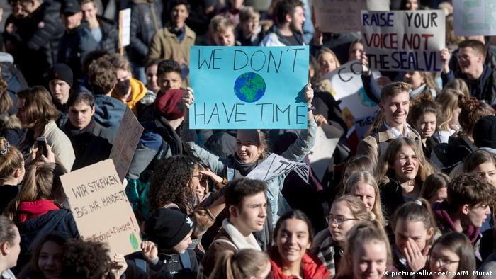 Stuttgarter Schüler demonstrieren Mitte Februar 2019 für mehr Klimaschutz (Foto: picture-alliance/dpa/M. Murat)