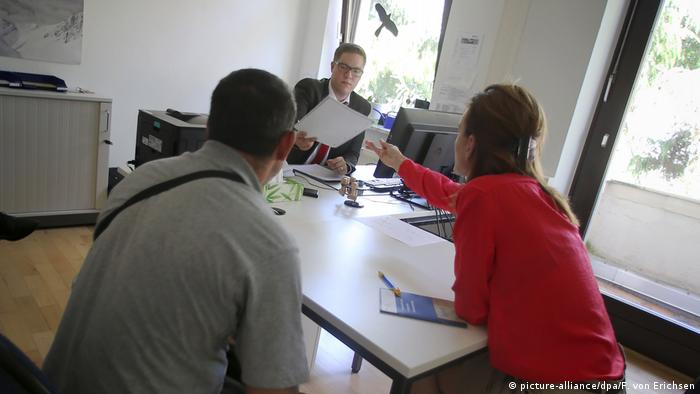 Serbian asylum seekers in government office