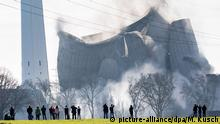 Gustav Knepper power station collapsing (picture-alliance/dpa/M. Kusch)