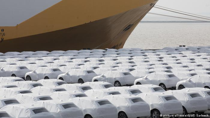 Audi cars at a port in Emden in Northern Germany (picture-alliance/dpa/J. Sarbach)