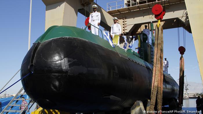 Iran - Neues U-Boot Ghadir-942 im Hafen von Bandas Abbas (picture-alliance/AP Photo/R. Emamdadi)