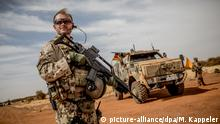 Bundeswehr troops in Mali (picture-alliance/dpa/M. Kappeler)