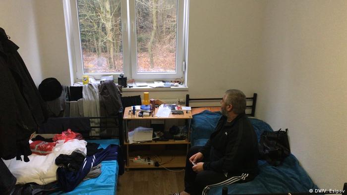 Чеченец в общежитии для беженцев
