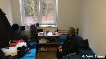 Чеченский беженец в общежитии под Берлином