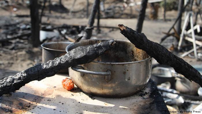 Foto simbólica de casa incendiada.