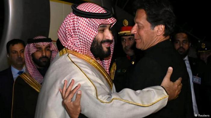 Mohammad bin Salman (L) and Pakistan's Imran Khan