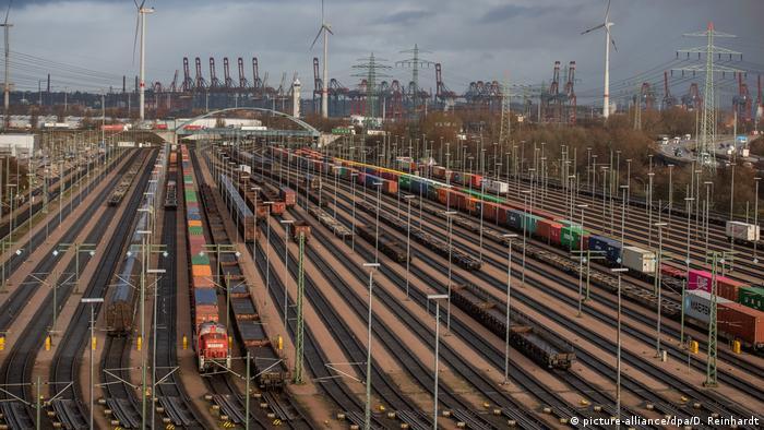Deutschland Hamburg Bahngleise am Hafenbahnhof (picture-alliance/dpa/D. Reinhardt)