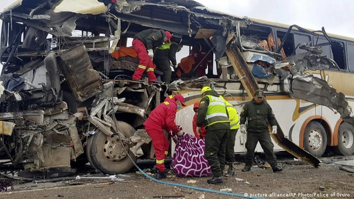 Bolivien Challapata Bus Unfall (picture-alliance/AP Photo/Police of Oruro )