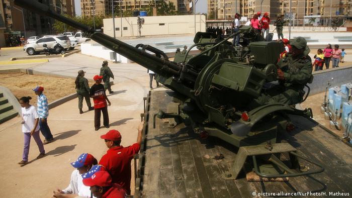 Venezuela Milizen Militär Protest für Maduro