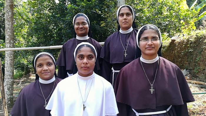 Sister Anupama und die 4 anderen Schwestern, die gegen sexueller Missbrauch in der Kirche arbeiten (privat)