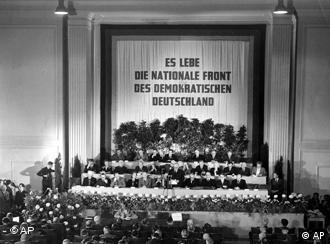 Niemiecka Rada Ludowa ogłasza powstanie NRD.