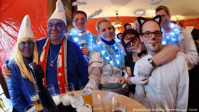 Cologne Carnival (picture-alliance/dpa Themendienst/H. Kaiser)
