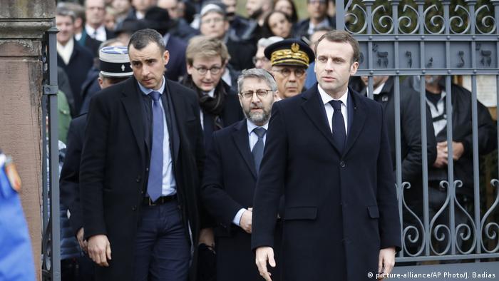 A su regreso de Alsacia, Macron visitó el monumento del Holocausto en París junto con los presidentes de las dos cámaras del Parlamento y depositó una ofrenda floral.