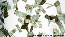 Symbolbild fallende 1 Dollar Banknoten
