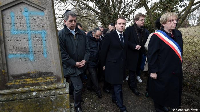 Emmanuel Macron besucht einen jüdischen Friedhof in Quatzenheim