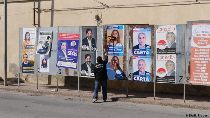 Election posters in Alghero (DW/B. Riegert)