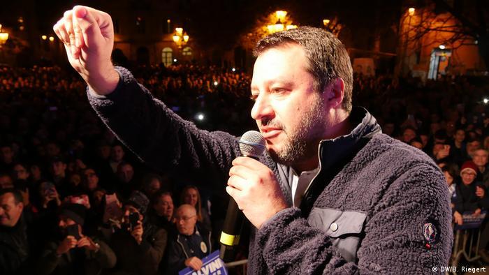 Matteo Salvini govori pred pristašama
