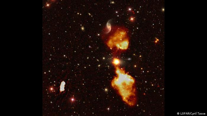 LOFAR Surveys Radio Galaxy (LOFAR/Cyril Tasse)