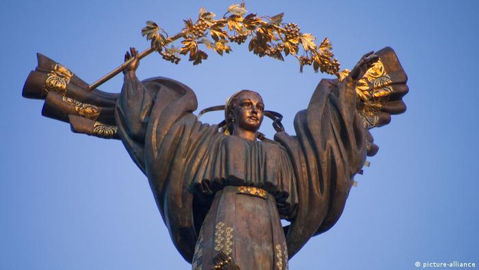Монумент на Майдані Незалежності в столиці України Києві