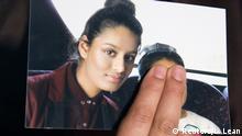 Großbritannien Renu Begum hält ein Foto ihrer Schwester Shamima Begum