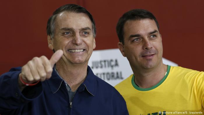 Jair Bolsonaro e Flavio Bolsonaro