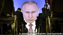Путин на экране пресс-центра во время его послания Федеральному собранию 20.02.2019 года