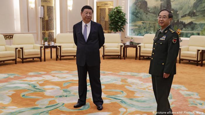 Archiv: China Peking - Xi Jinping, Fang Fenghui (picture-alliance/AP Photo/A. Wong)