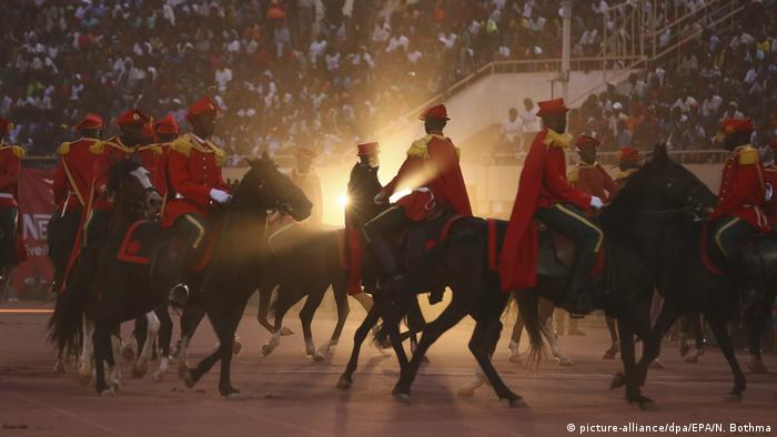 Riders and horses at an opernning ceremony of the FESPACO festival (picture-alliance/dpa/EPA/N. Bothma)