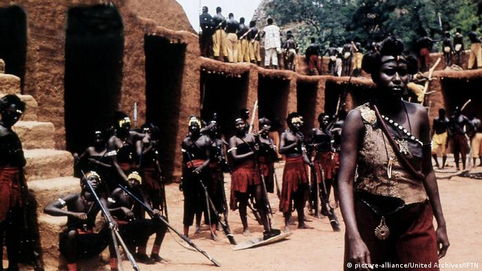 A still from the movie Sarranouia depictingfemle warriors (picture-alliance/United Archives/IFTN)