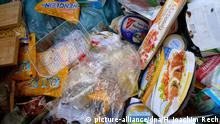Food in the trash (picture-alliance/dpa/H. Joachim Rech)