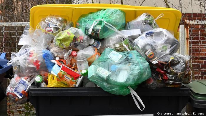Засилля пластикового сміття у світі загрожує довкіллю (picture-alliance/dpa/J. Kalaene)