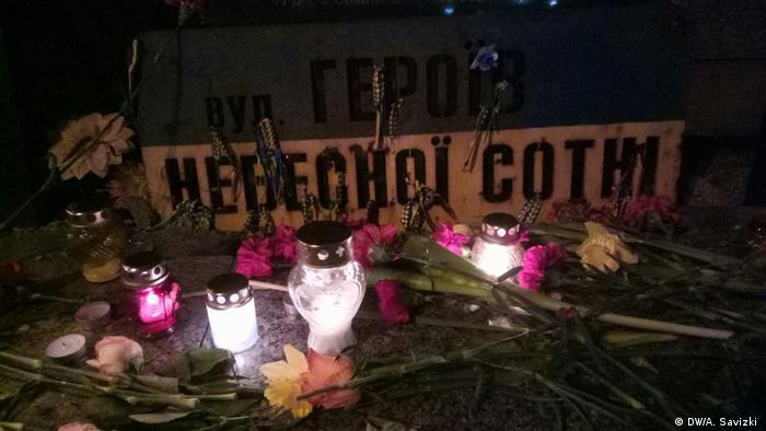 Свічки і квіти у день п'ятої річниці розстрілів на Майдані