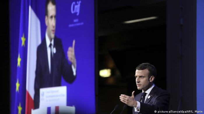 Frankreich Rede Emmanuel Macron - Antisemitismus in Frankreich (picture-alliance/dpa/AP/L. Marin)