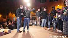 Wahlkampf Sardinien, Italien. Matteo Salvini, Chef der rechtsradikalen Lega, macht Selfies mit Anhängern bei Wahlkampfveranstaltung in Sassari. Aufgenommen am 18.02.2019. Foto: Bernd Riegert, DW, alle Rechte.