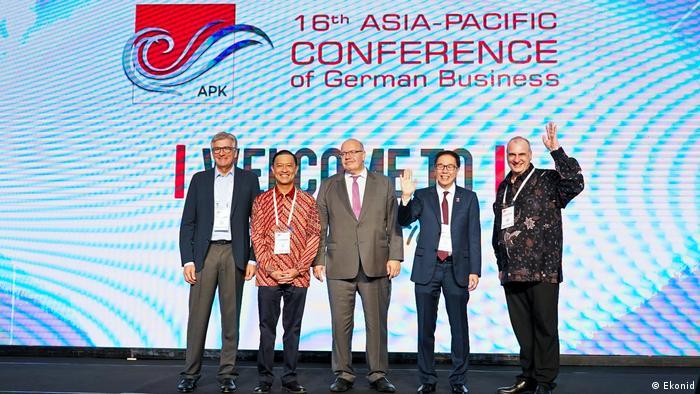 Indonesien Jakarta - Geschäfts- und Sozialaktivitäten von Ekonid