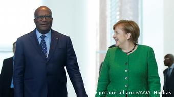 Deutschland Bundeskanzlerin Merkel empfängt Präsidenten von Burkina Faso Roch Marc Christian Kabore (picture-alliance/AA/A. Hosbas)