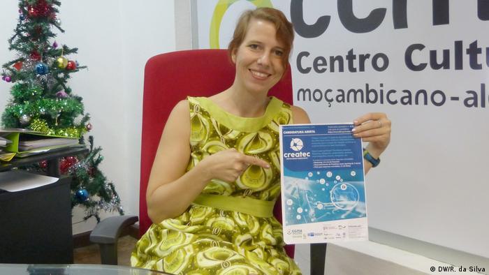 """Konstanze Kampfer, Direktorin des Mozambican-Deutschen Kulturzentrums (Centro Cultural Moçambicano-Alemão, CCMA), beim Starten des Projekts """"Createc"""" in Maputo"""