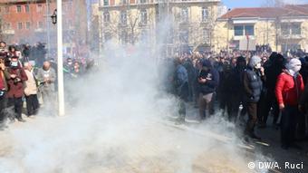 Albanien, Sporadische Gewaltakte auf Oppositionsprotest in Tirana (DW/A. Ruci)