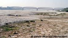 A dried-up portion of the Indus River in Kotri, Pakistan (picture-alliance/ZUMAPRESS/PPI)