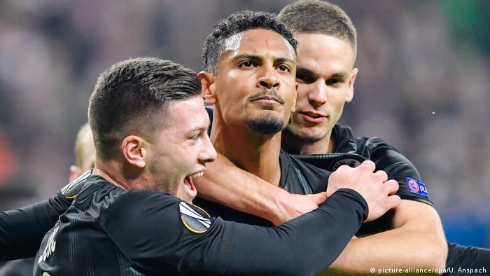 Eintracht Frankfurt reach Europa League last 16