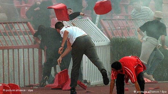 Flash-Galerie Fußball Hooligans Beograd Serbien