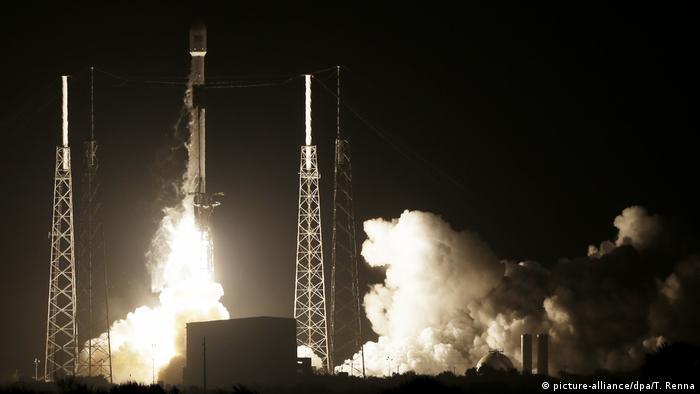 USA, Cape Canaveral: Launch of Falcon-9 Rocket with Israeli moon lander Beresheet on bord