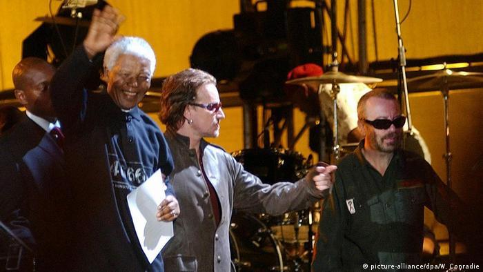 Mandela und Bono auf der Bühne (Foto: picture-alliance)