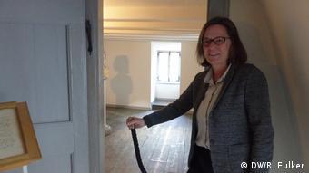 Dr. Nicole Kämpken opens the cordon sealing off the birth room